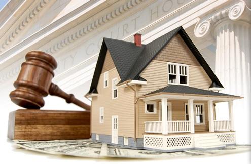 Hiring a Public Adjuster vs. an InsuranceAttorney